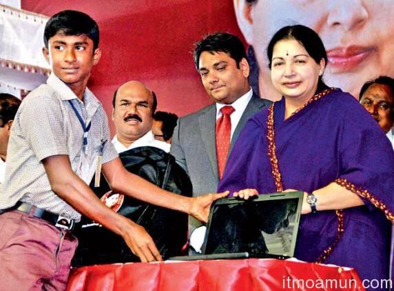อินเดีย, แท็บเล็ตเด็ก, แจกแท็บเล็ต, เงินช่วยสังคม